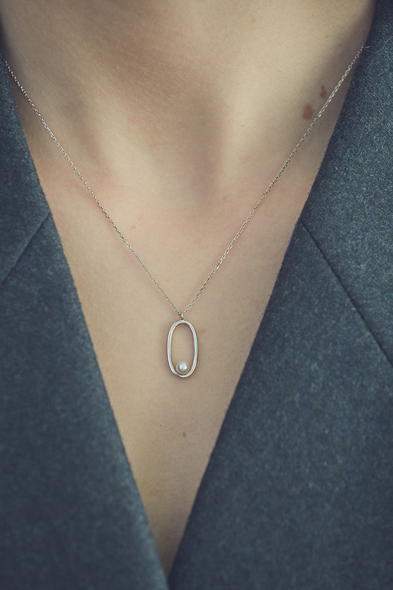 Pearl in Oval Necklace (심이영 착용)