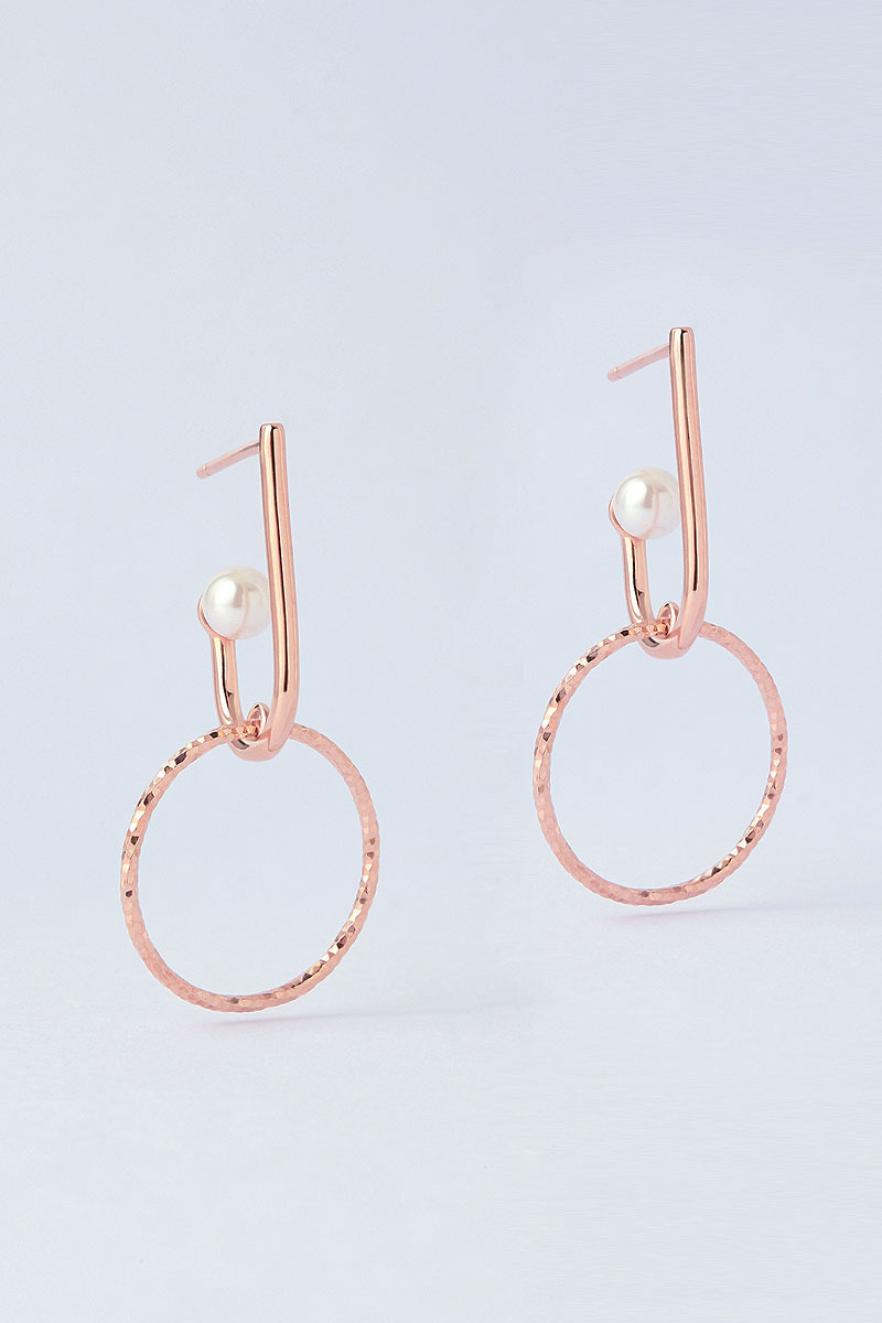 La Liaison Hoop, with Straight Line Earring (소이현 착용)